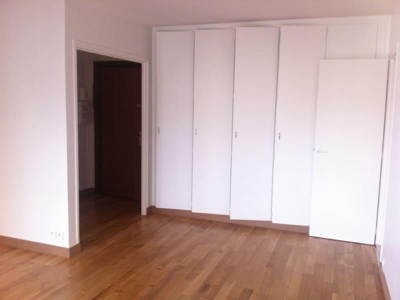 Location appartement Paris 16ème 1340€ CC - Photo 2