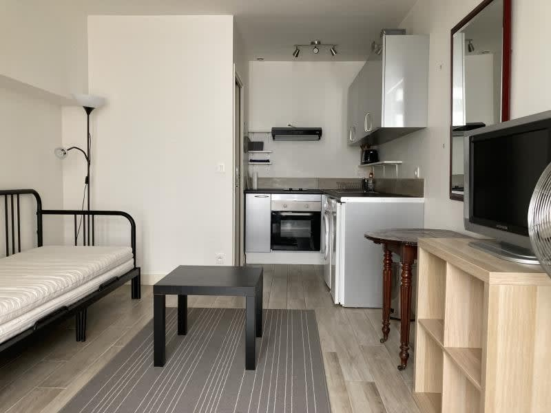 Location appartement Paris 10ème 765€ CC - Photo 1