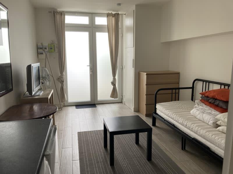 Location appartement Paris 10ème 765€ CC - Photo 2