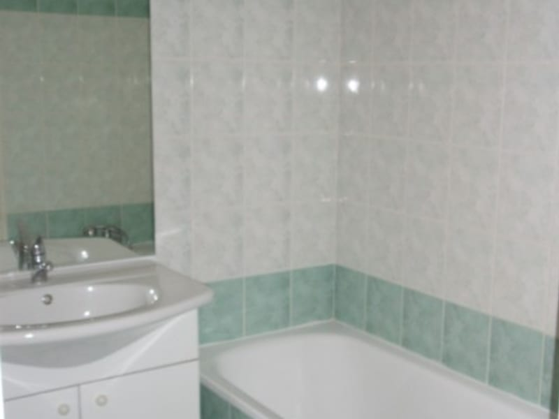 Location appartement Oyonnax 483€ CC - Photo 4