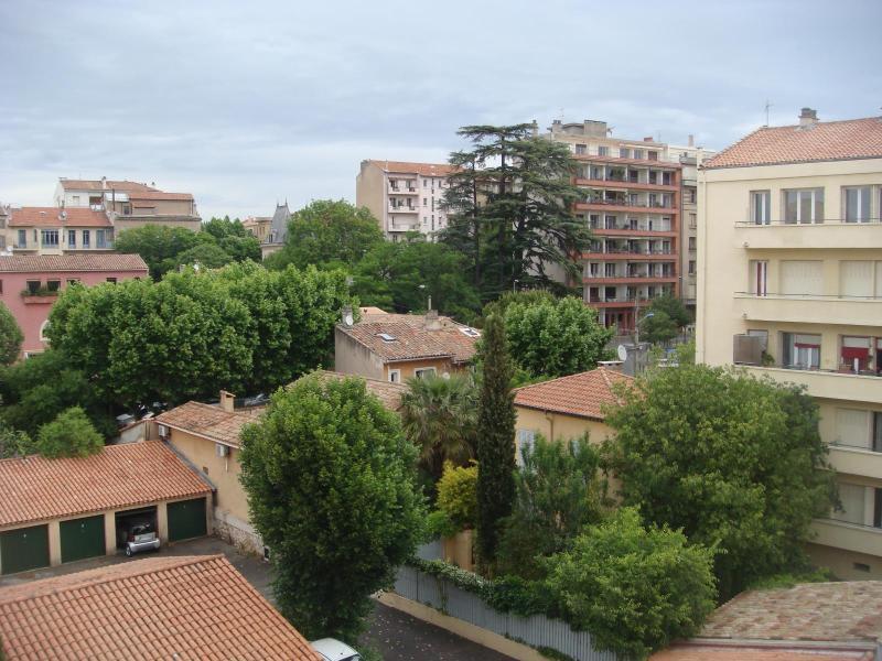 Rental apartment Aix en provence 1050€ CC - Picture 1