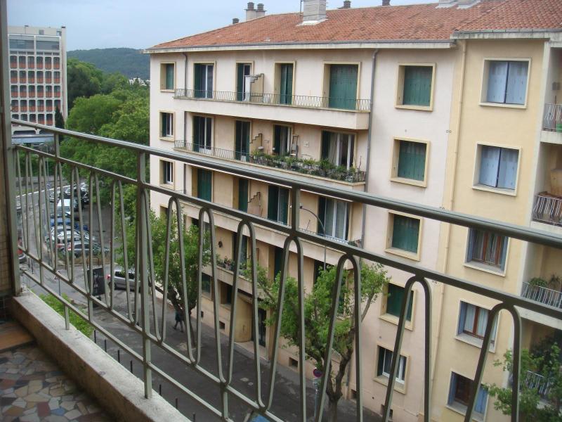 Rental apartment Aix en provence 1050€ CC - Picture 2