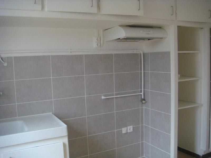 Rental apartment Aix en provence 1050€ CC - Picture 4