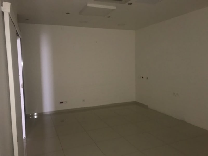 Location local commercial Baie mahault 4300€ HC - Photo 2