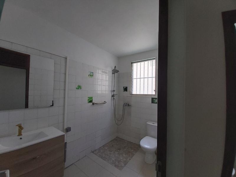 Location maison / villa Les abymes 1200€ CC - Photo 4