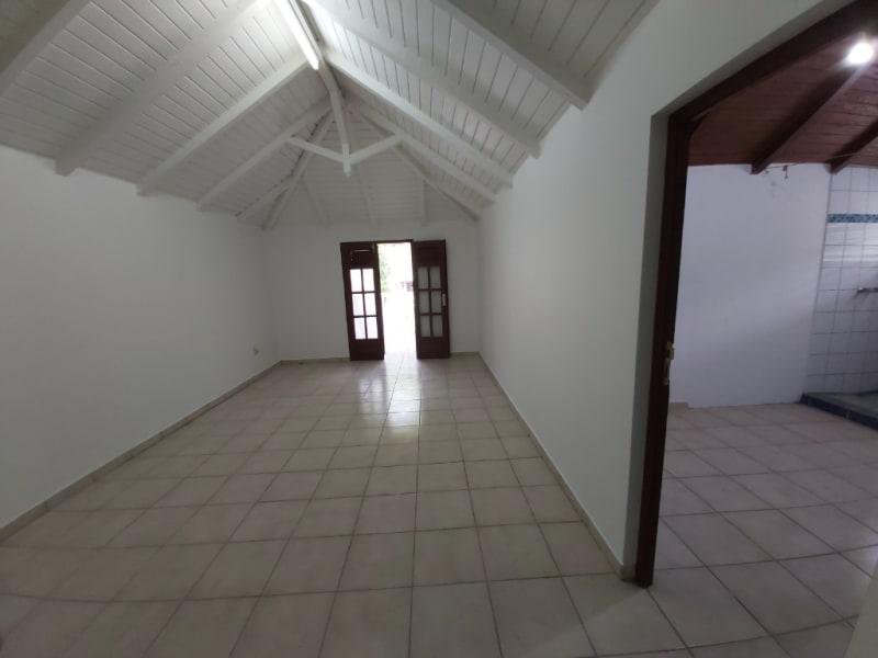 Location maison / villa Les abymes 1200€ CC - Photo 6