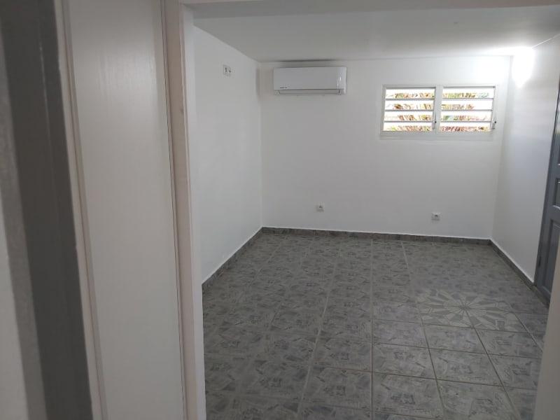 Location appartement Lamentin 650€ CC - Photo 3