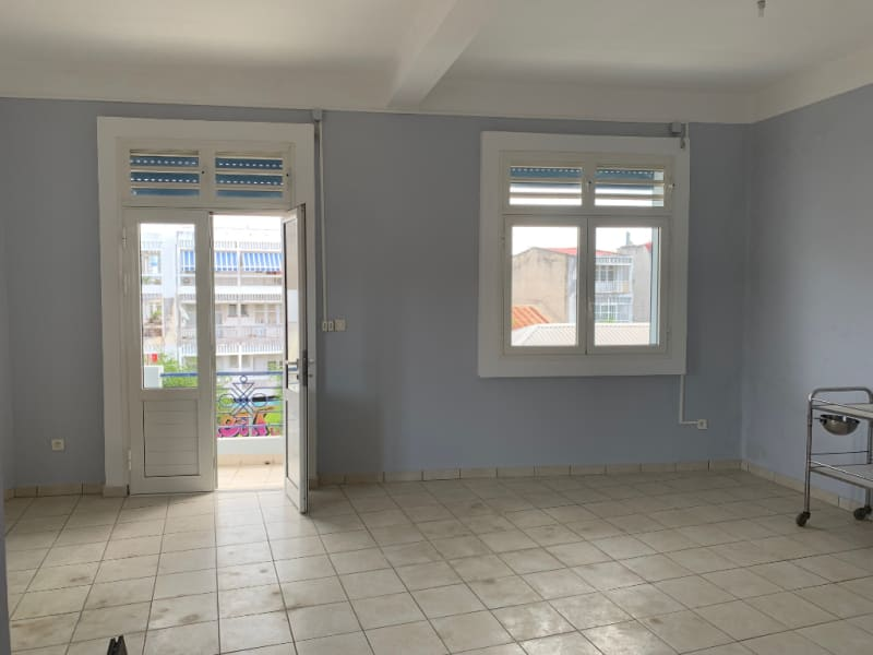 Location local commercial Pointe a pitre 1200€ HC - Photo 1