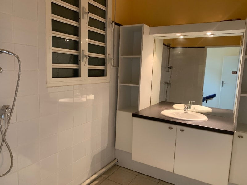 Location local commercial Pointe a pitre 1200€ HC - Photo 4