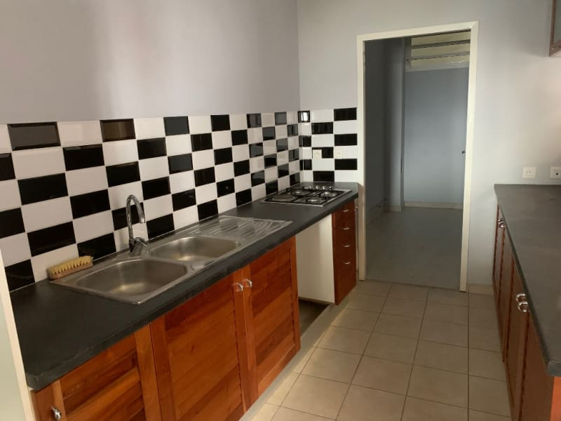 Location local commercial Pointe a pitre 1200€ HC - Photo 5