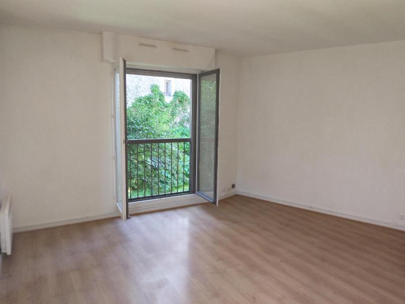 Location appartement Paris 10ème 936€ CC - Photo 1
