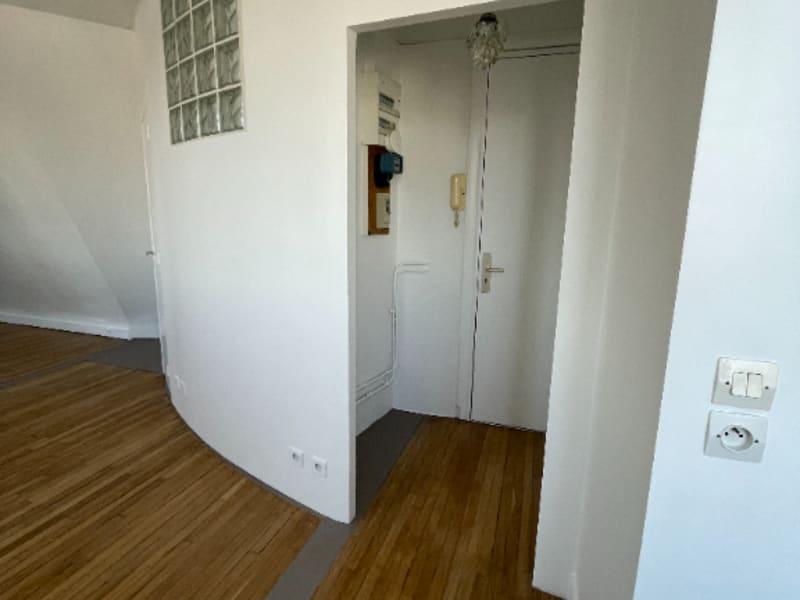 Location appartement Paris 10ème 1067€ CC - Photo 3