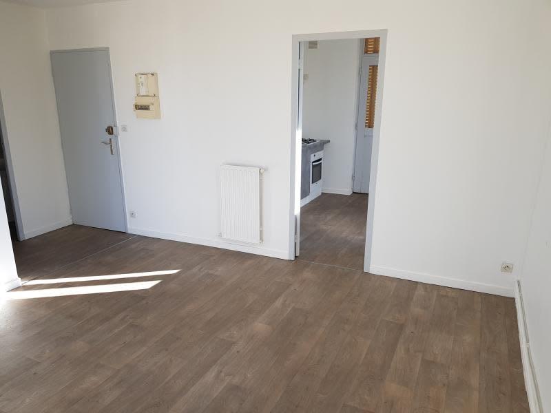 Location appartement Oyonnax 399,50€ CC - Photo 3