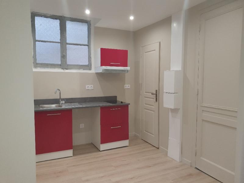 Location appartement Lyon 7ème 415€ CC - Photo 2