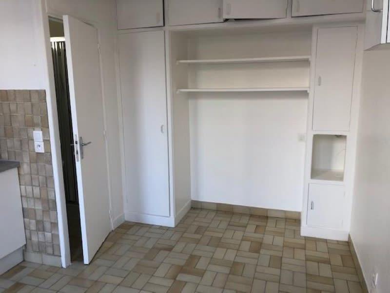 Rental apartment Courbevoie 520€ CC - Picture 1