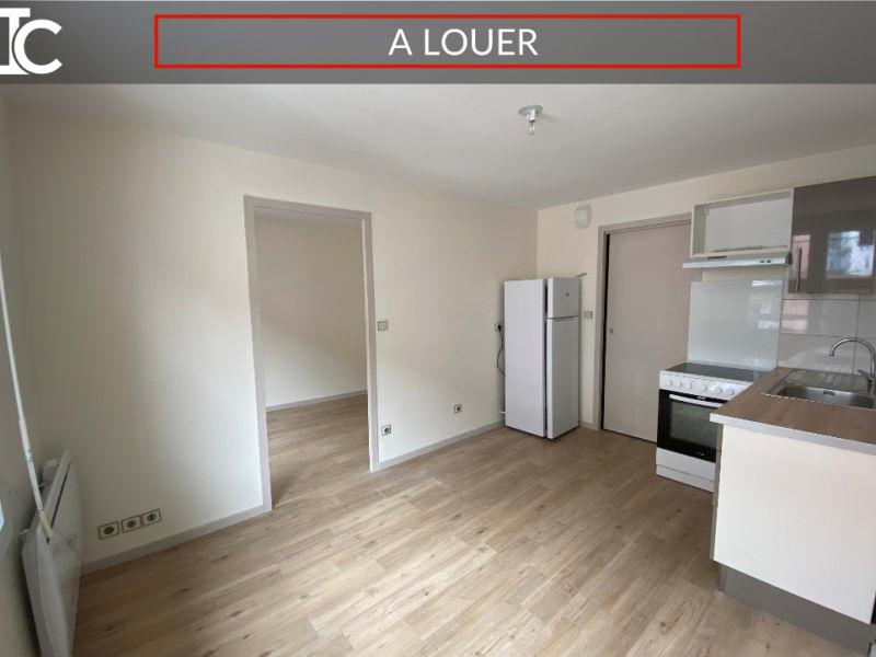 Rental apartment Voiron 380€ CC - Picture 1