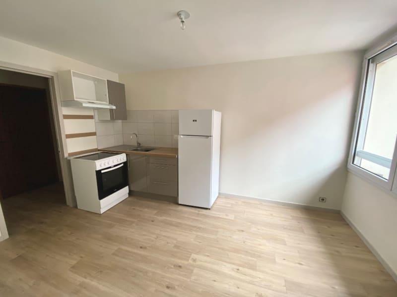 Rental apartment Voiron 380€ CC - Picture 3