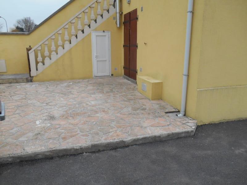 Rental house / villa Saint quentin 801€ CC - Picture 2