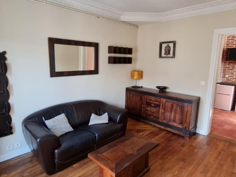 Rental apartment Courbevoie 1066€ CC - Picture 1