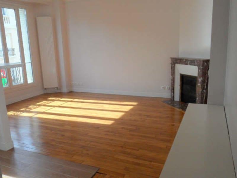 Rental apartment Courbevoie 1180€ CC - Picture 1