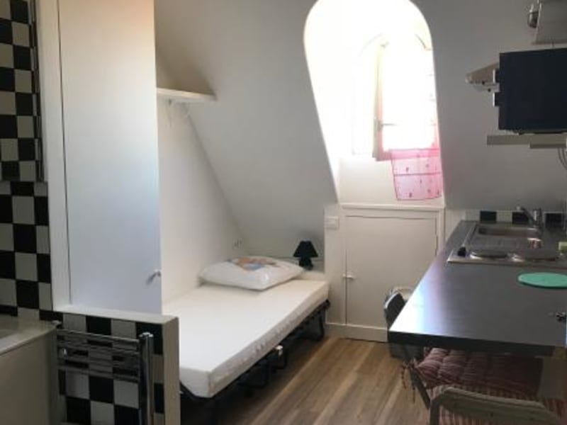 Location appartement Paris 8ème 700€ CC - Photo 1