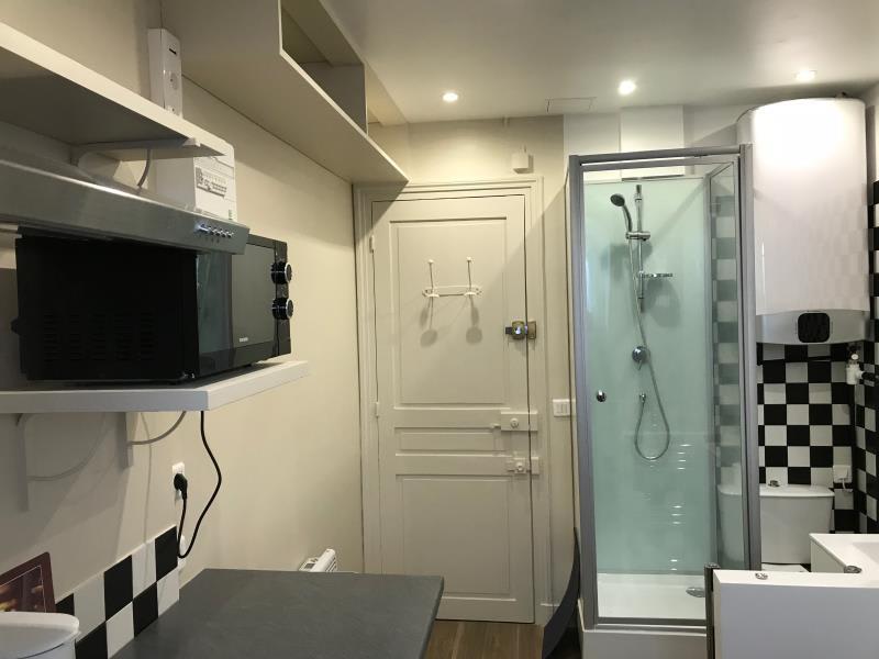 Location appartement Paris 8ème 700€ CC - Photo 3
