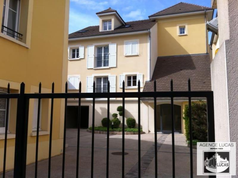 Rental apartment Verrieres le buisson 895€ CC - Picture 1
