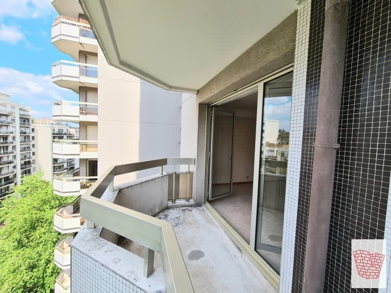 Sale apartment Courbevoie 399000€ - Picture 2