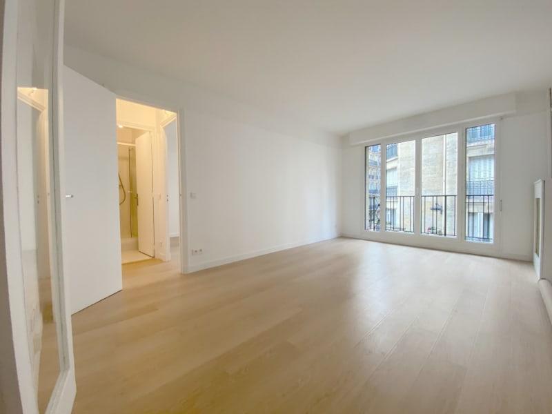 Rental apartment Paris 17ème 2615,42€ CC - Picture 1