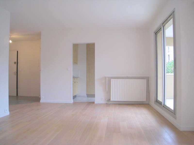 Rental apartment Courbevoie 1606€ CC - Picture 1