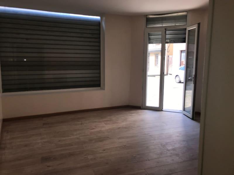 Rental empty room/storage Montereau fault yonne 900€ HC - Picture 1
