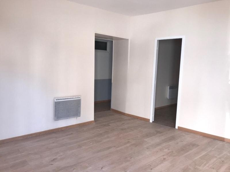 Rental empty room/storage Montereau fault yonne 900€ HC - Picture 3