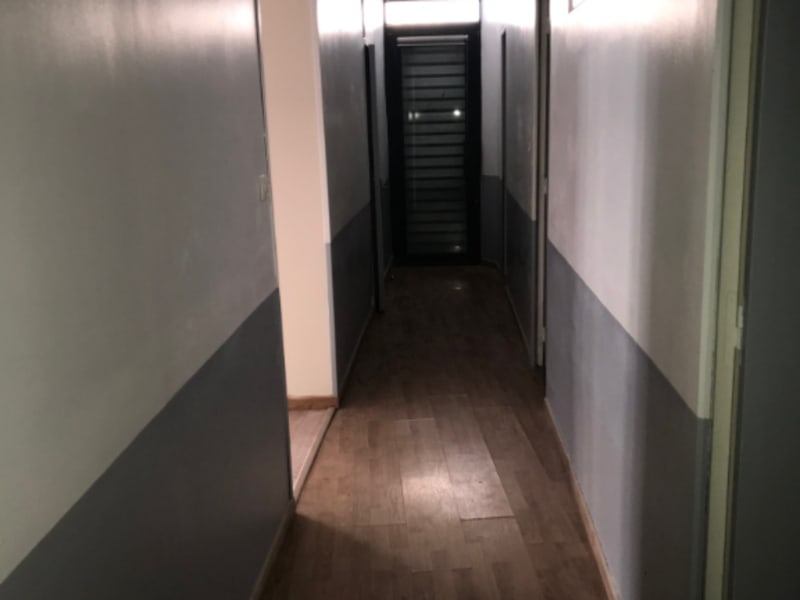 Rental empty room/storage Montereau fault yonne 900€ HC - Picture 4