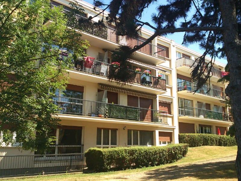 Location appartement Chambourcy 977€ CC - Photo 1