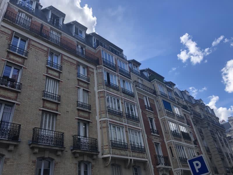 Location appartement Paris 15ème 1080€ CC - Photo 1