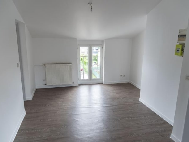 Rental apartment Oyonnax 335€ CC - Picture 2