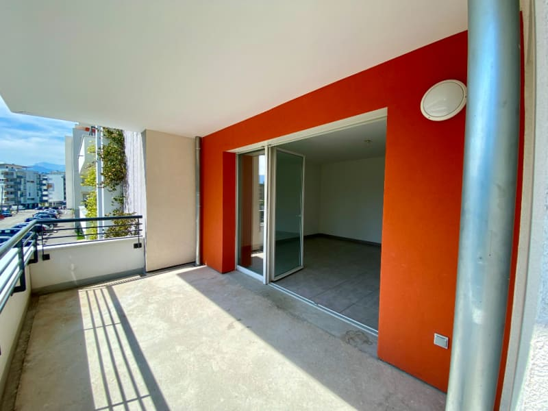 Sale apartment Voiron 210000€ - Picture 2