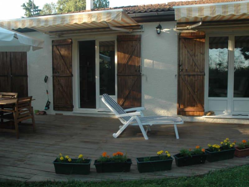Sale house / villa Chars 259700€ - Picture 2