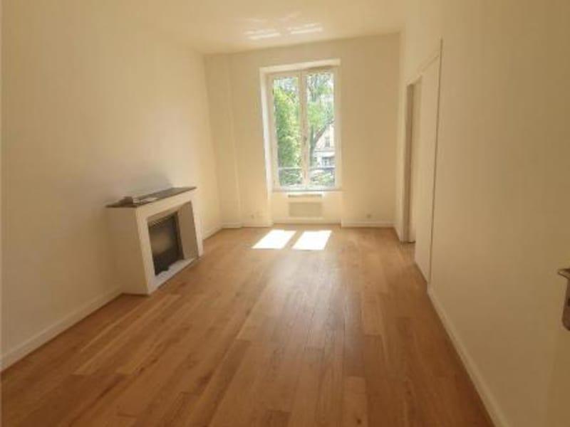 Location appartement Paris 10ème 1206€ CC - Photo 1