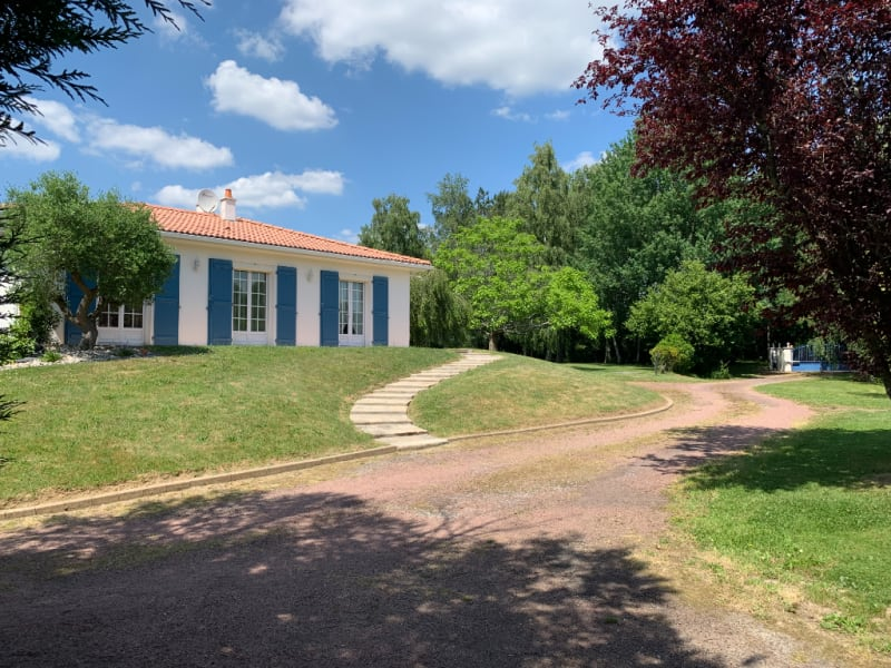 Sale house / villa Landeronde 306000€ - Picture 1