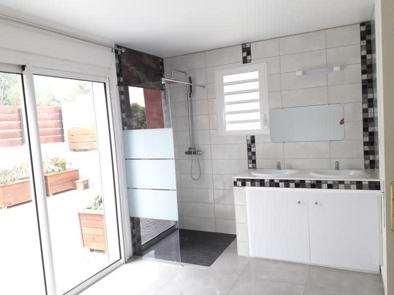 Rental house / villa La possession 1090€ CC - Picture 8