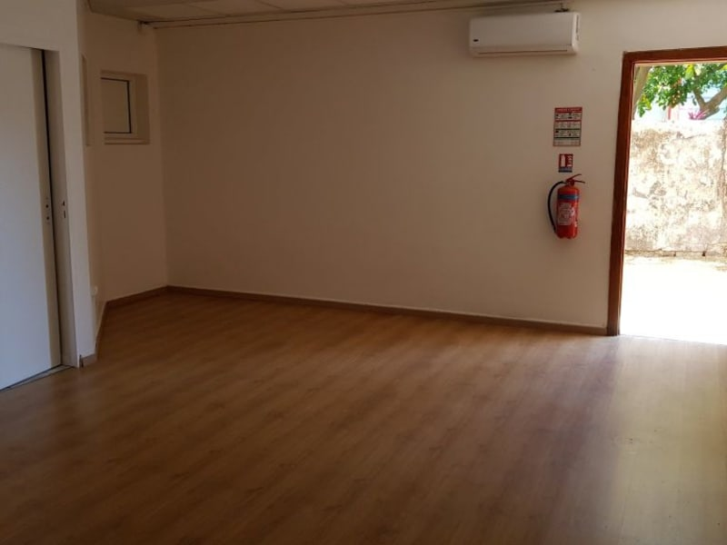 Location local commercial St denis 810€ HC - Photo 3