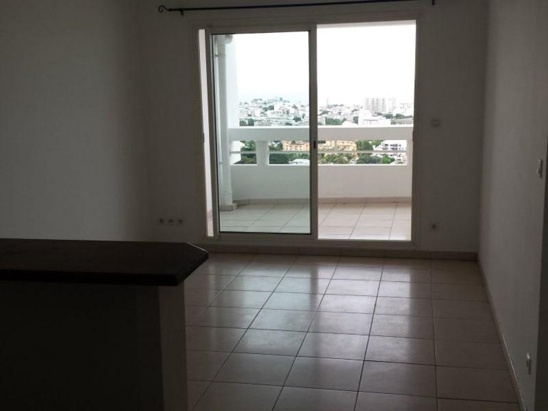 Location appartement St denis 588€ CC - Photo 3