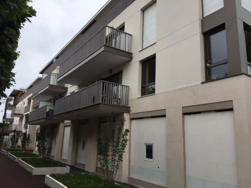 Location appartement Croissy sur seine 975€ CC - Photo 1