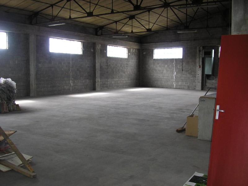 Rental empty room/storage Oyonnax 2222,40€ HC - Picture 1