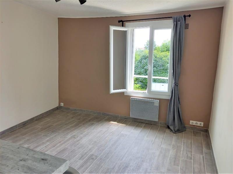 Rental apartment Saint germain en laye 714,69€ CC - Picture 2