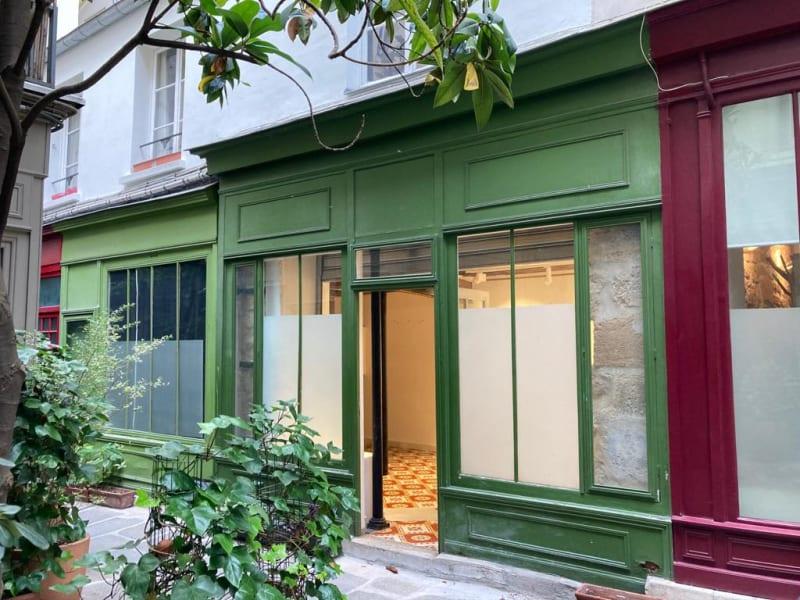 Location local commercial Paris 3ème 875€ HC - Photo 1