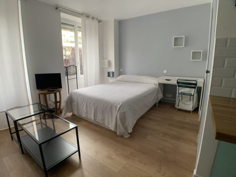 Rental apartment Courbevoie 895€ CC - Picture 4