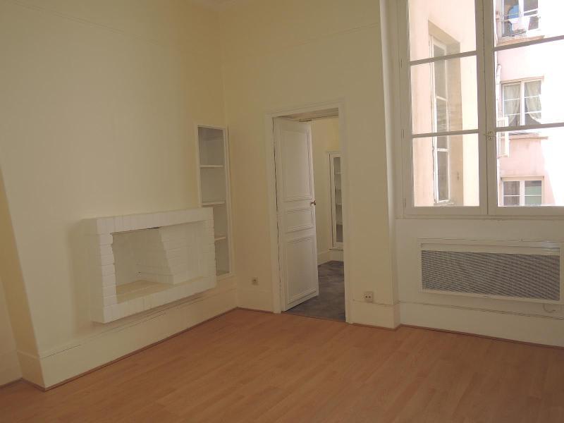Location appartement Paris 5ème 1128€ CC - Photo 1