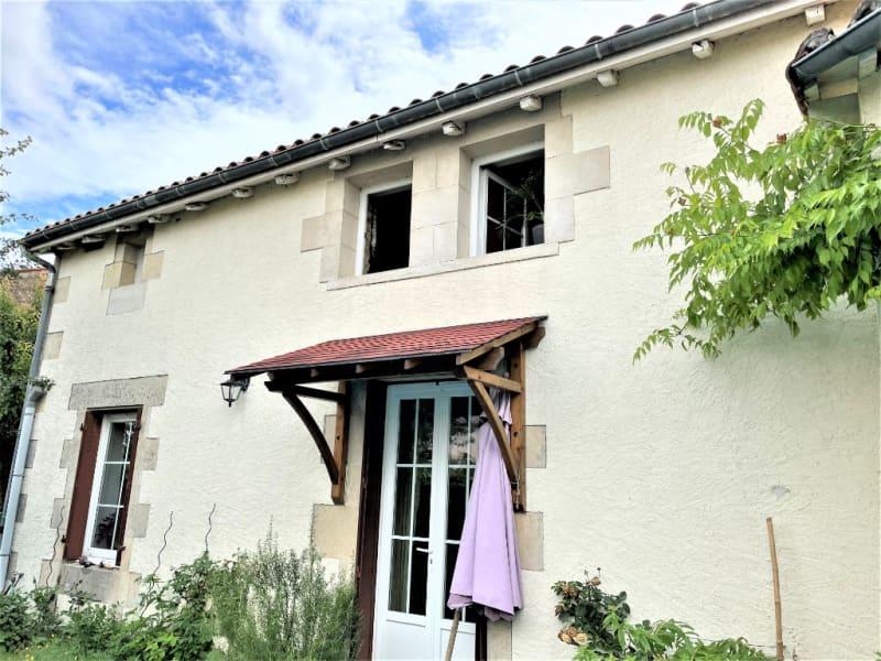 Sale house / villa La villedieu du clain 239900€ - Picture 1